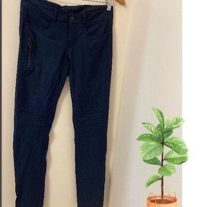 Lululemon skinny pants.Size:6 w/reflective pockets